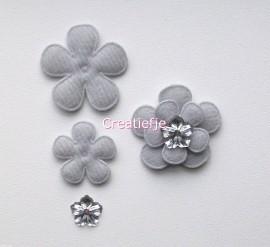 Set bloemen van vilt grijs met flatbacks.