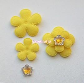 Set vilten bloemen geel met flatbacks.
