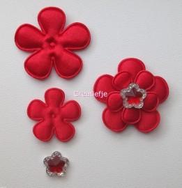 Set bloemen van vilt rood met flatbacks.