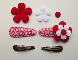 Zelf haarspeldjes maken rood met rode vilten bloem van 4.5 cm.