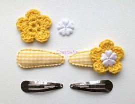 Zelf haarspeldjes maken geel ruitje met gehaakte bloemen van 4.5 cm.