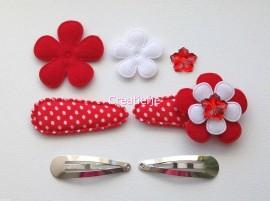 Zelf haarspeldjes maken rood polkadot met vilten bloemen van 4.5 cm.
